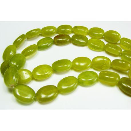 Nefrito karoliukai, geltonai žalios spalvos, ovalo formos, 10x14 mm