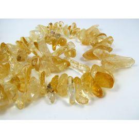 Natūralaus citrino stambios skaldos karoliukai, gelsvos - aukso spalvos, 15-24 mm. 40 cm ilgio