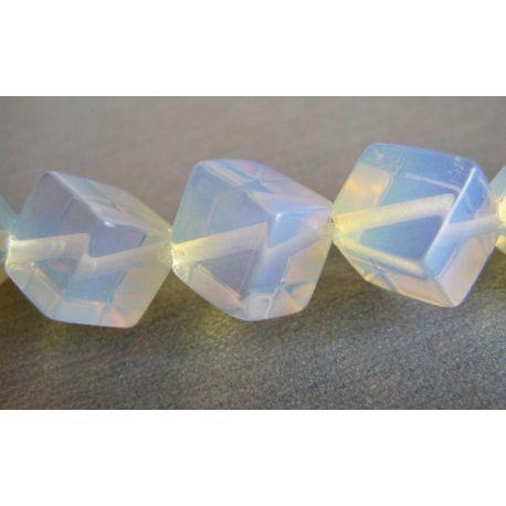 Opalito karoliukai baltos spalvos skaidrūs kubo formos 8x8mm