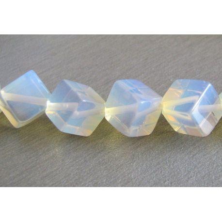 Opalito karoliukai baltos spalvos skaidrūs kubo formos 6x6mm