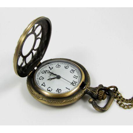 Kišeninis laikrodukas, sendintos bronzinės spalvos su grandinėle 49x37 mm