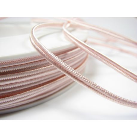 Sutažo juostelė Pega A1402 šviesiai rožinės (pastelinės) spalvos 3 mm pločio 100% viskozė Kilmės šalis Čekija